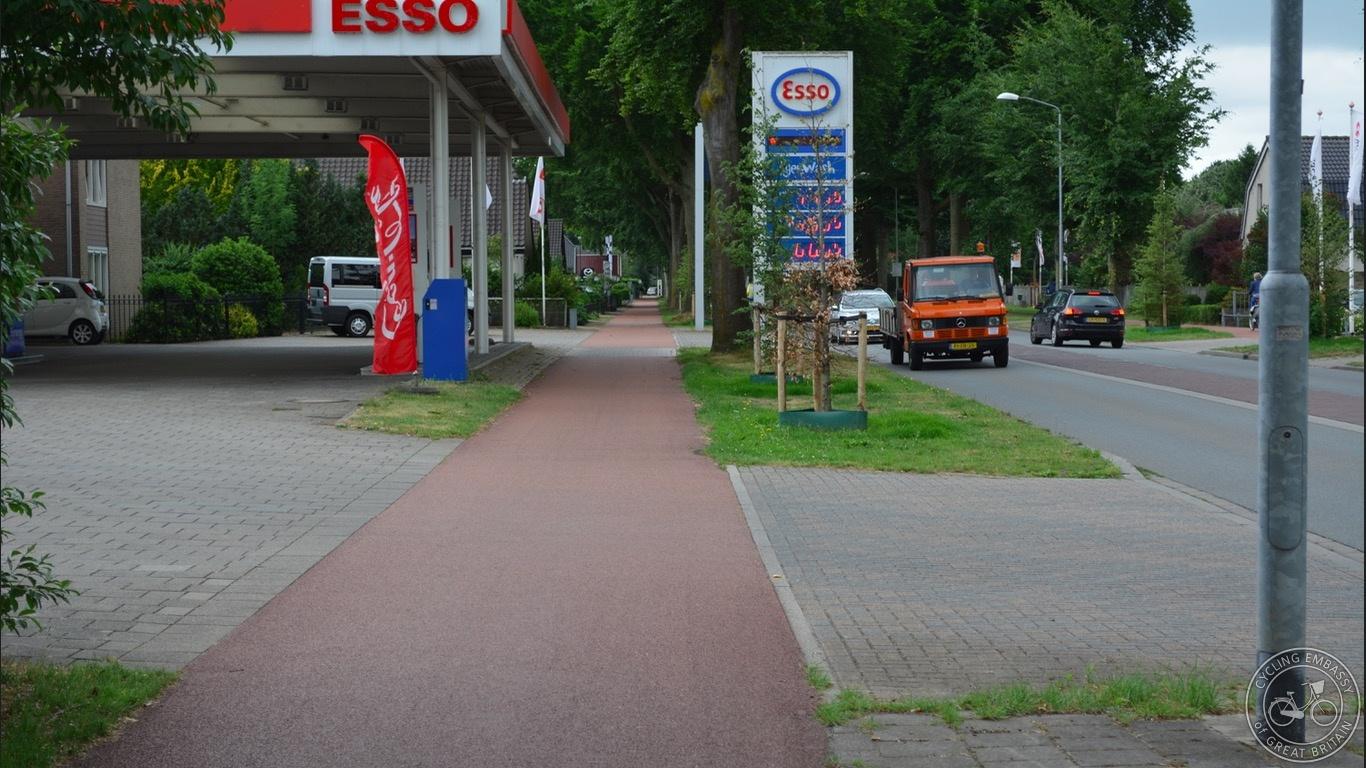 Private Entrance cycleway crossing.jpg
