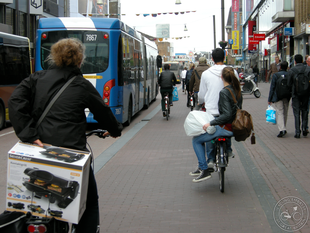 Cycle track alongside bus lane, Utrecht