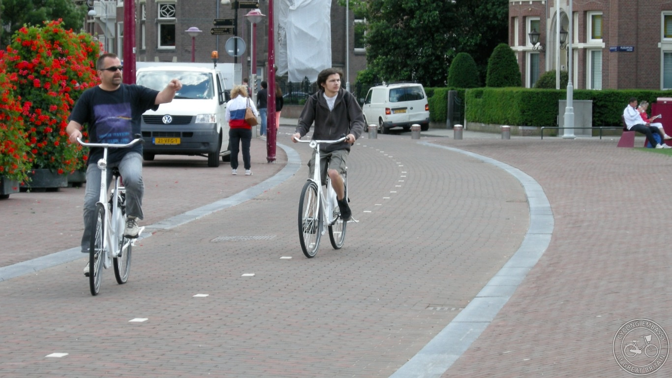 Sympathetic cycle path Amsterdam