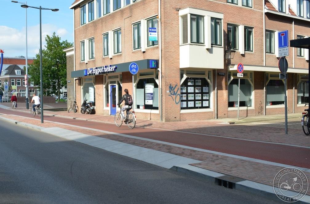 Utrecht continuous footway