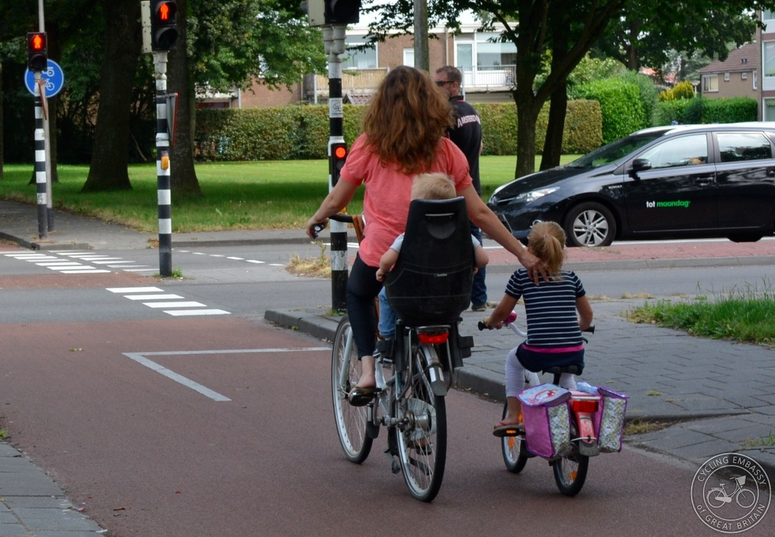 Cycle traffic signals mother child cycling Assen