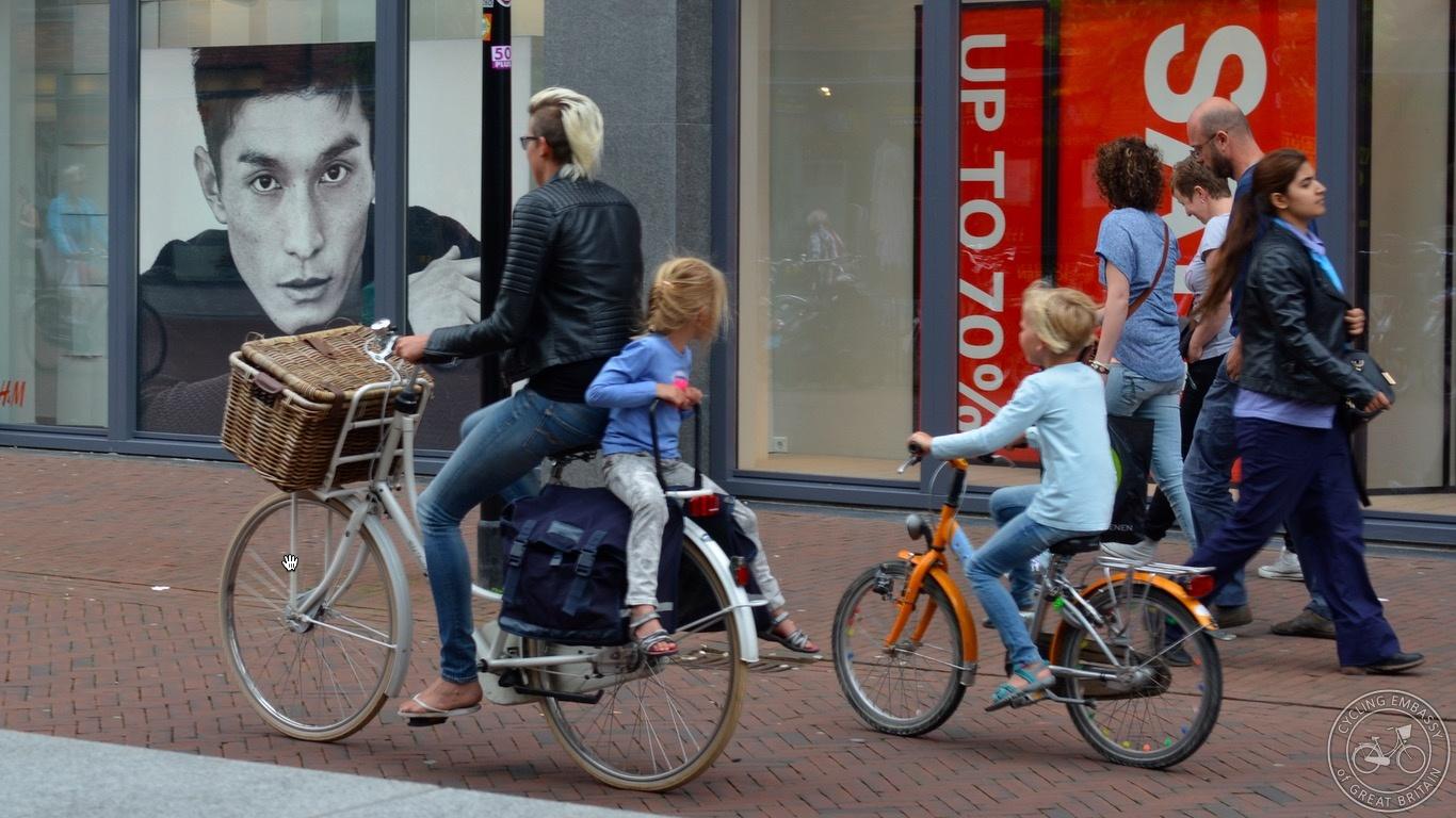 Family shopping by bike Assen
