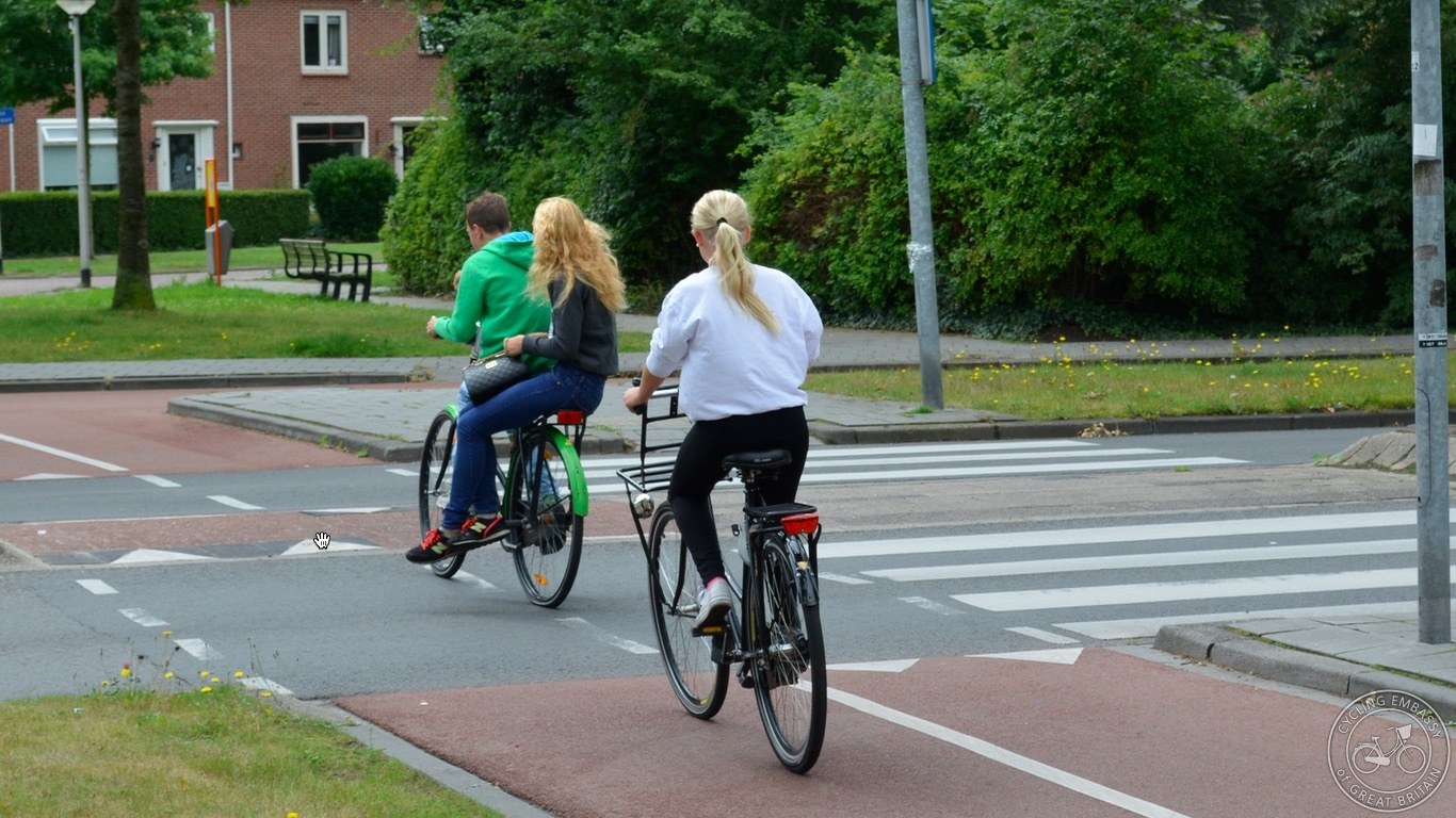 Assen non-priority roundabout kids backie