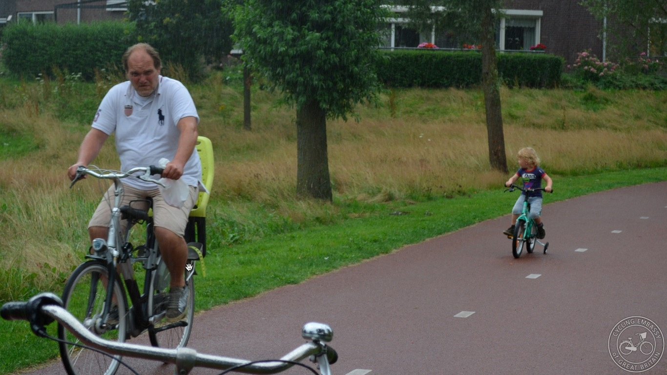Dad and son with stabilisers Hoogeveen