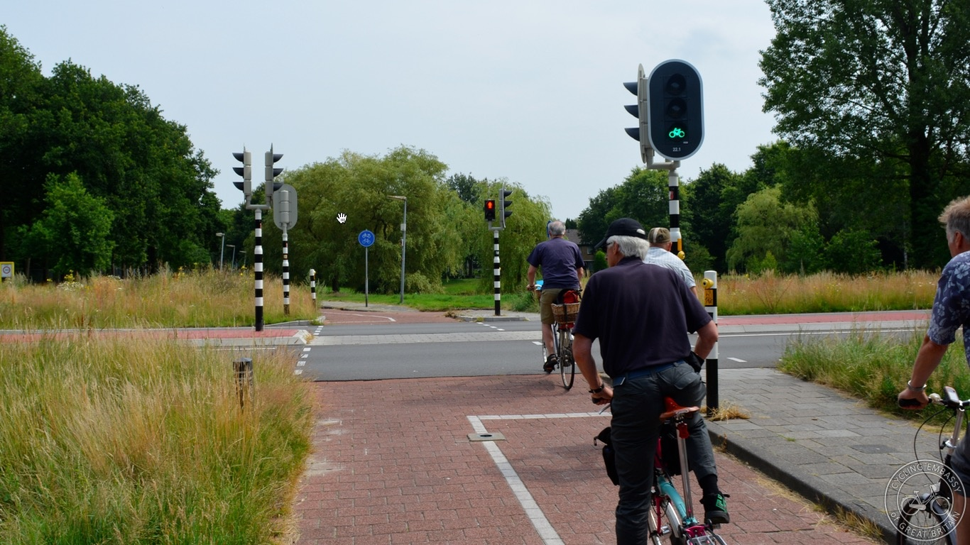 Single stage signal-controlled crossing Assen ring road