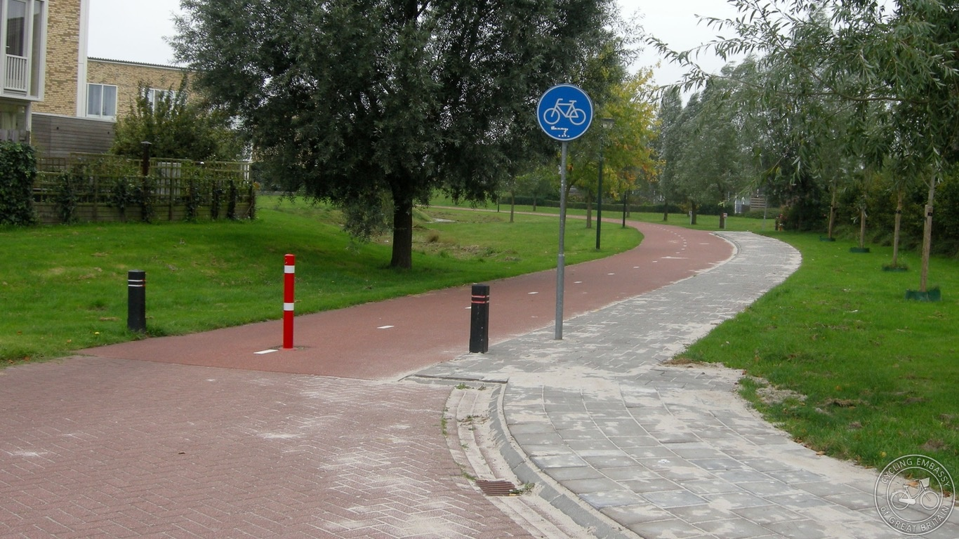 Cycle path, Assen, NL