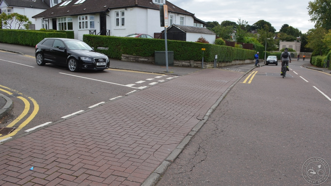 Bearsden continuous footway