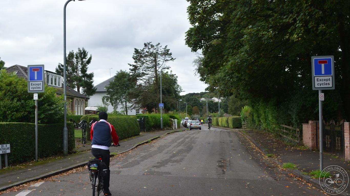 Bearsden 'Dead End Except Cycles'