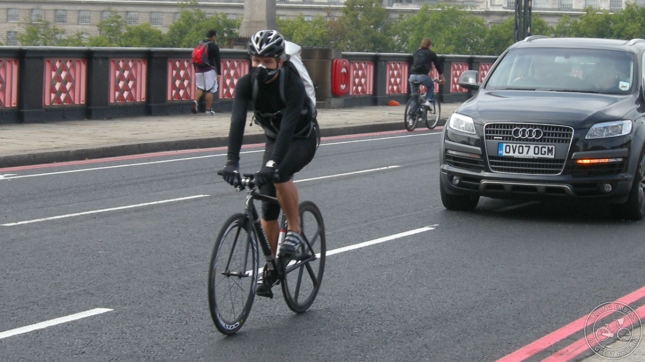 Cycling in London (Image courtesy @aseasyasriding)